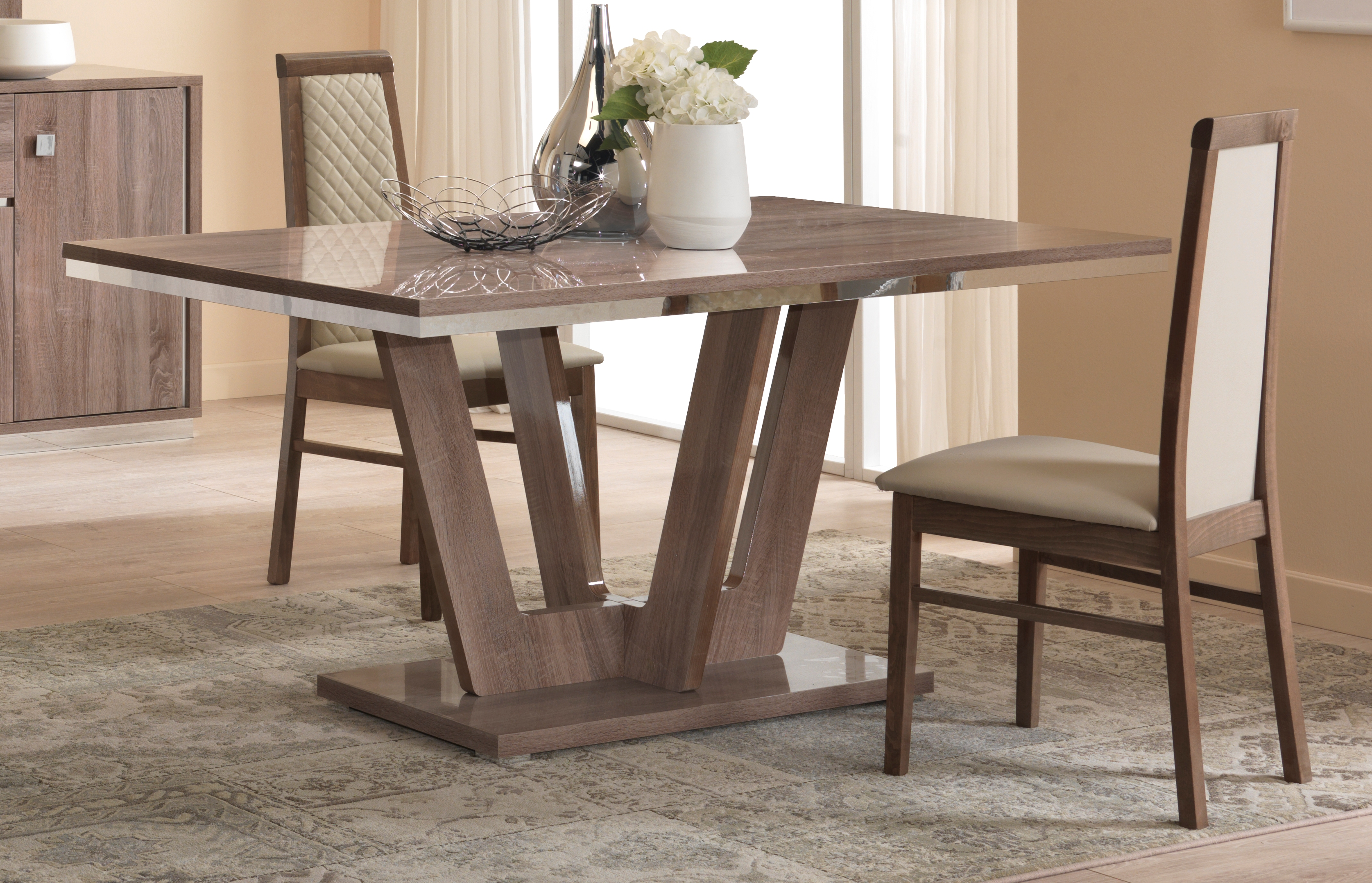 Victor dining table